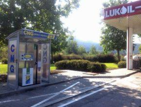 auto nová čerpací plnící stanice CNG zemní plyn Beroun D6 Lukoil