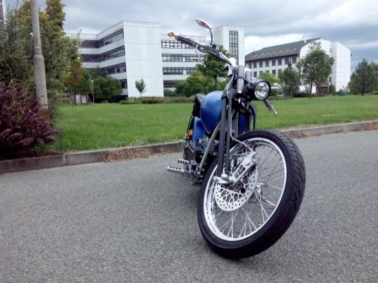 auto ZČU Západočeská univerzita Plzeň elektrická motorka elektromotorka chopper Blue Elyctra