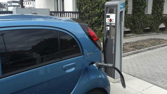 auto elektromobil Peugeot iOn Praha Dánsko a zpět