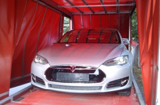 auto Michal Illich elektromobil Tesla Model S Performance Signature Edition dodávka