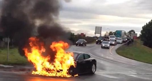 auto požár elektromobilu Tesla Model S