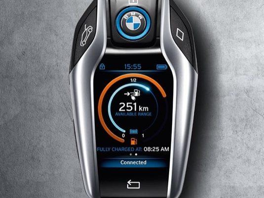 auto BMW i8 plug-in hybrid klíč