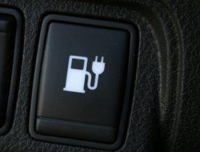 auto dobíjecí stanice pro elektromobil New York elektrické auto Nissan Leaf