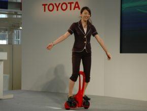 auto Toyota Winglet jezdítko konkurence pro Segway