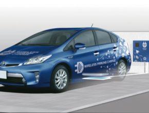 auto Toyota bezdrátové dobíjení plug-in hybridu Toyota Prius