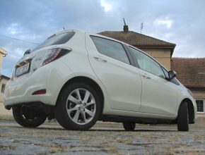 auto Toyota Yaris Hybrid test