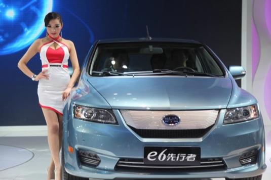 auto elektromobil BYD e6 Peking autosalon 2012