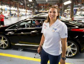 auto plug-in hybrid první Cadillac ELR sjíždí z výrobní linky továrny Detroit Hamtramck