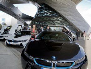 auto BMW i8 plug-in hybrid předání klíčků v Mnichově, Německo