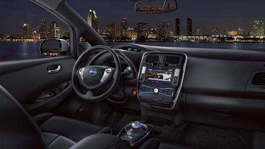 auto elektromobil Nissan Leaf 2015 interiér