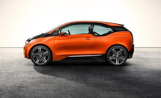 auto elektromobil BMW i3 coupe kupé ze strany