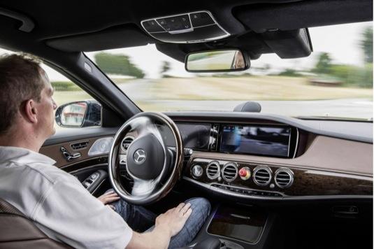 auto Mercedes-Benz S500 Intelligent Drive robotické auto autopilot