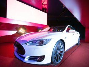 auto Hong Kong elektromobily Tesla Model S RHD