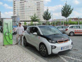auto Hradec Králové rychlodobíjecí stanice ČEZ elektromobilita elektrické auto elektromobil BMW i3