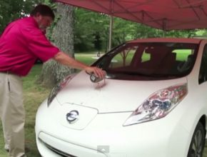 auto video Nissan Leaf elektromobil samočistící nátěr