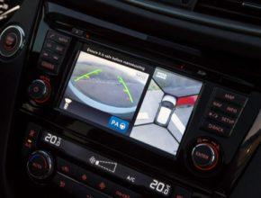auto Nissan Safety Shield bezpečnostní systém displej