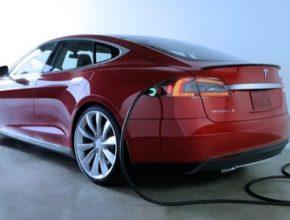 auto Tesla Destination charging dobíjecí stanice