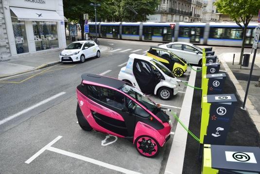 auto elektrická tříkolka Toyota