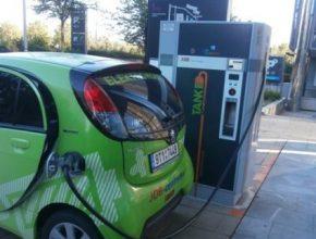 auto elektrická dovolená rychlodobíječka rychlodobíjecí stanice Wien Energie stojan