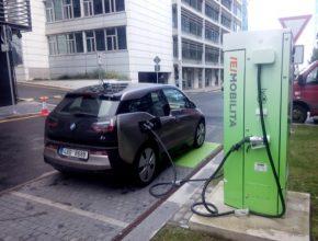 auto ČEZ Praha Duhová ulice rychlodobíječka rychlodobíjecí stanice elektromobil BMW i3