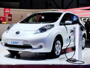 auto Nissan Leaf robotické auto elektromobil autosalon Ženeva 2014