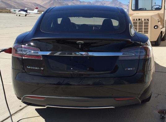 auto Tesla Model S P85D
