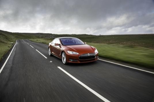 auto elektromobil Tesla Model S Wales elektroauto