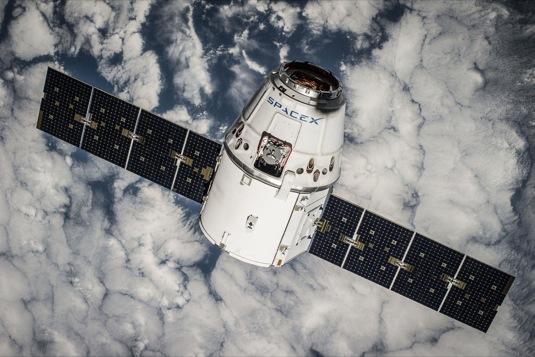 auto SpaceX vesmírný modul Dragon