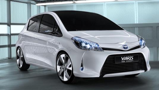 auto Toyota Yaris HSD koncept hybrid