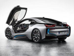 auto BMW i8 plug-in hybrid sportovní auto sporťák