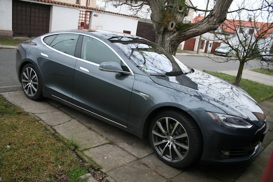 auto test elektromobilu Tesla Model S P85+
