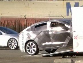 auto Tesla Model X elektromobil SUV auto