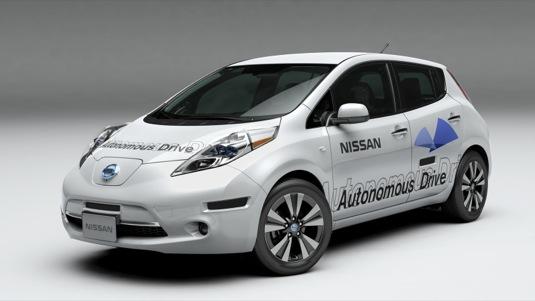 robotický autonomní elektromobil Nissan Leaf auto