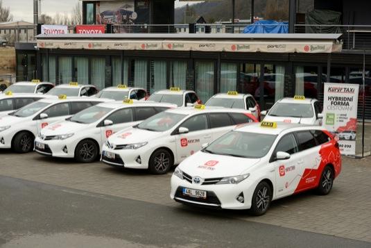 auto Toyota taxislužba hybridy Toyota Auris Hybrid Touring Sports