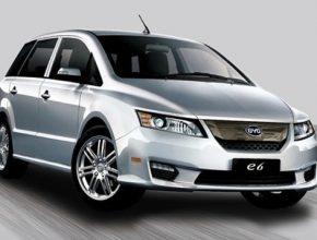 Čínský elektromobil BYD E6, jehož prodej je zatím omezen pouze na fleetové zákazníky