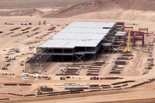 auto Tesla Motors giga-továrna stavba