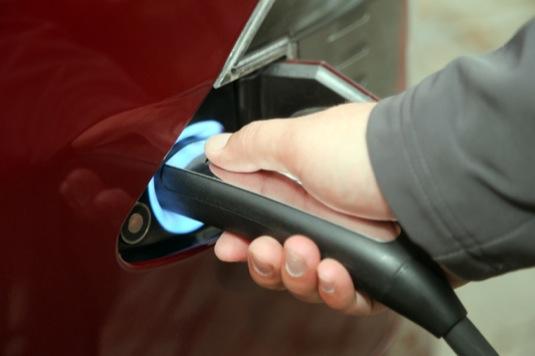auto dobíjení elektromobilu Tesla Model S auto supercharger