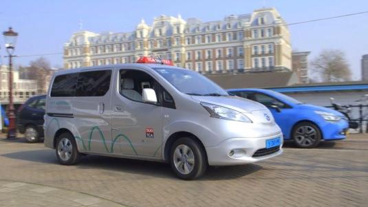 Elektromobil Nissan e-NV200, malá elektrická dodávka, byl vyvíjen mimo jiné i s tím, že by měl sloužit jako taxi ve světových metropolích