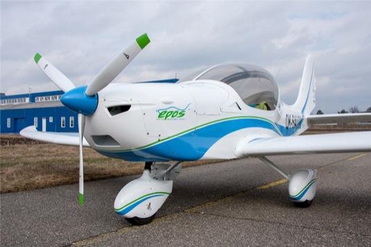 auto elektrické letadlo autopilot
