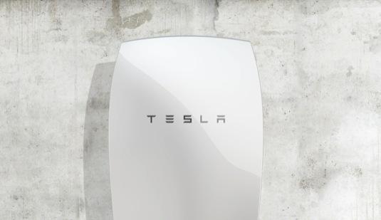 auto Tesla PowerWall baterie stacionární domácí