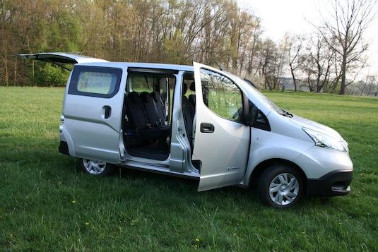 auto elektrická dodávka elektromobil Nissan e-NV200 auto