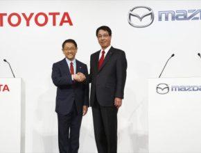 auto Toyota Mazda automobilky partnerství