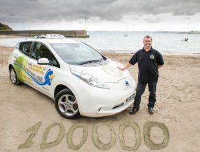 auto elektromobily Nissan Leaf C&C Taxis taxislužba baterie drží i po 100 000 mil