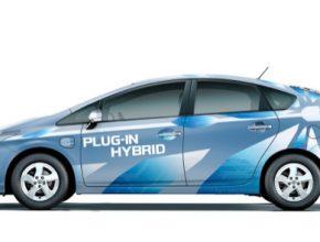 auto Toyota Prius plug-in hybrid auto na elektřinu