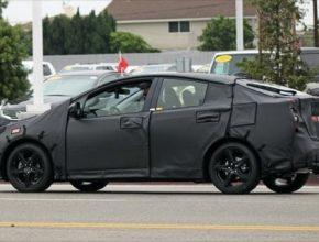 auto nová 4. generace hybridu Toyota Prius kamufláž