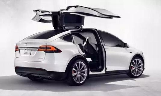 auto elektromobil Tesla Model X rezervace design studio