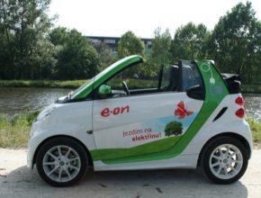 Smart ED Cabrio připomíná roztomilou hračku, ale je plnohodnotným elektromobilem.