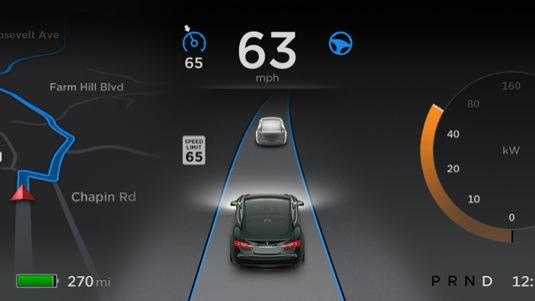 Tesla Autopilot přichází v rámci updatu firmwaru elektromobilů Tesla na verzi 7.0. Spolu s ním se mění také uživatelské rozhraní a některé další maličkosti.
