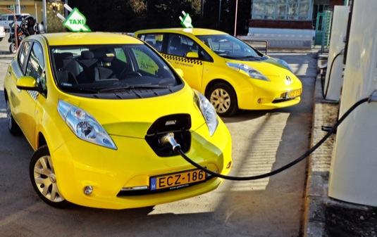 auto elektromobily Nissan Leaf jako vozy taxislužby taxi
