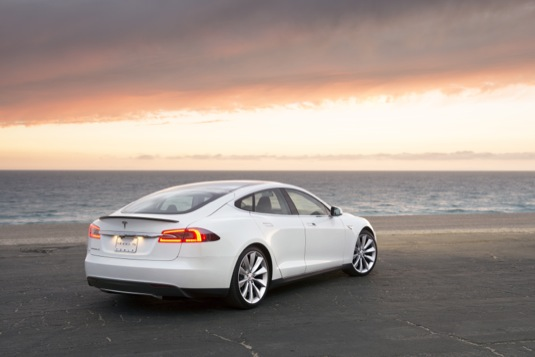 auto elektromobil Tesla Model S jako elektrické taxi z Los Angeles do Las Vegas a zpět